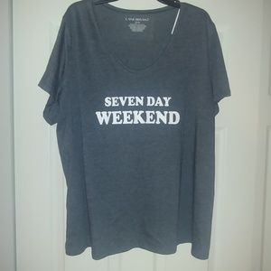 Seven day weekend tee